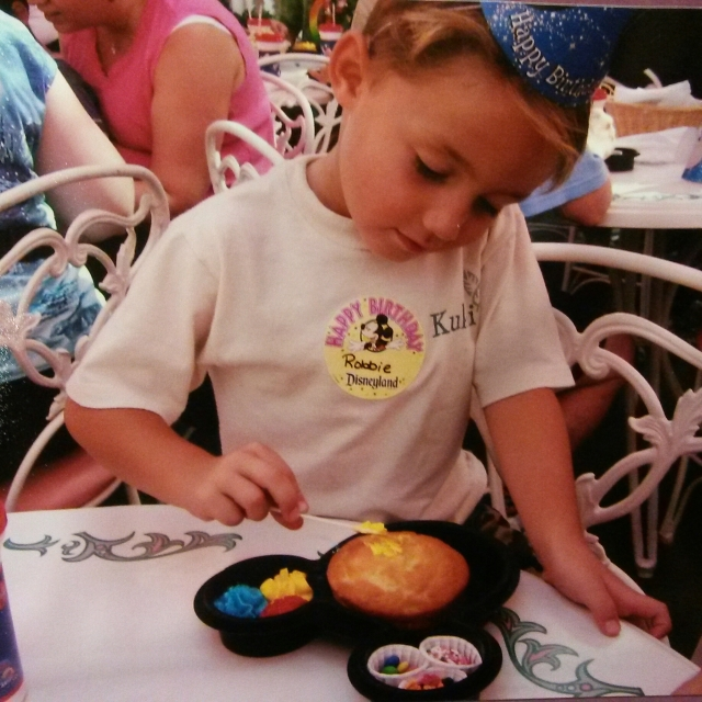 Mickey Cake Decorating